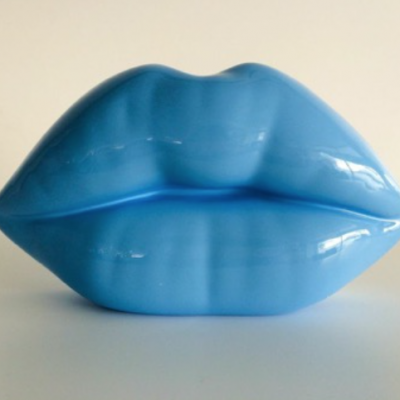 niclas castello, the kiss, niclas castello lips, neo, commercial, sculpture
