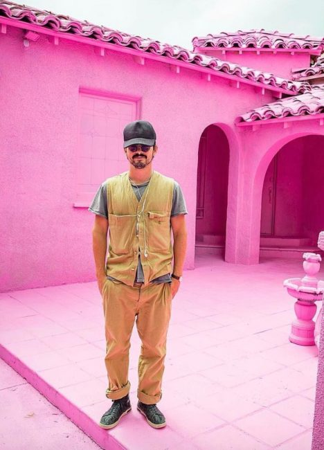 """Pink Series, """"The Most Famous Artist"""" Introduces His Pink Series"""