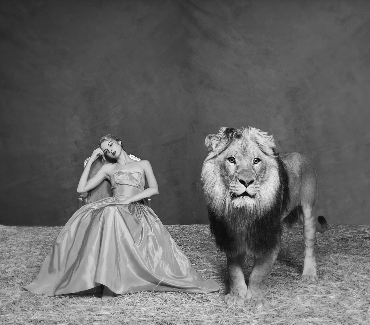 Tyler Shields. The Lady and the Lion, 2019